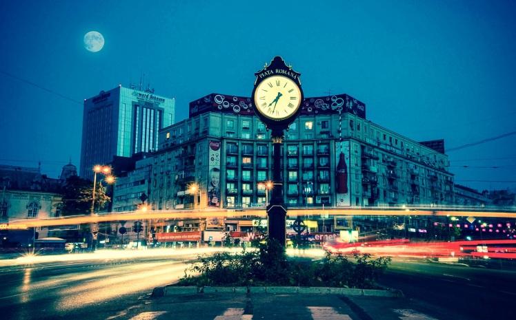 Clock Zooming Traffic_Ruma Sibai_Stocksnap