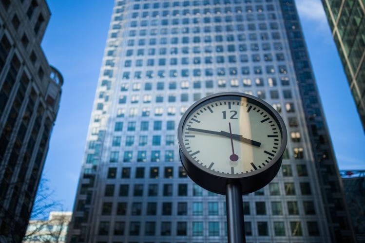 Clock & skyscraper_Luis Llerena_Stocksnap