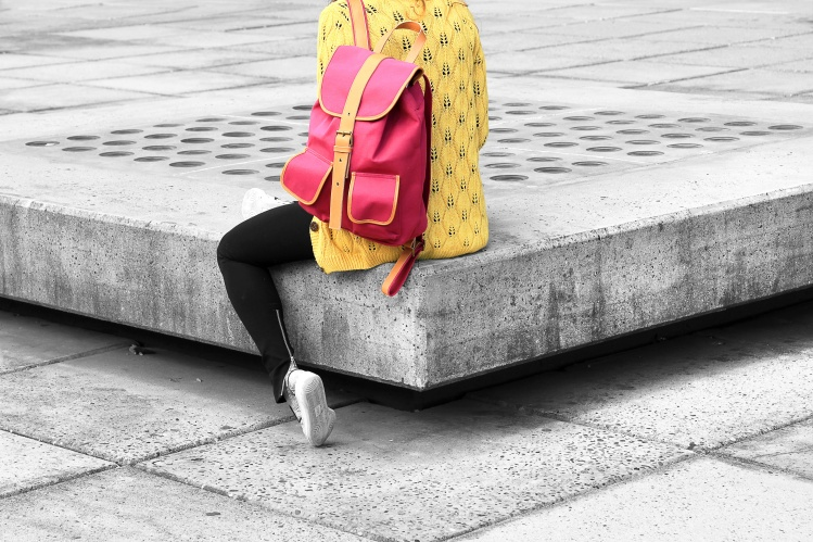 City girl turned w backpack_Cynthia del Rio_Stocksnap