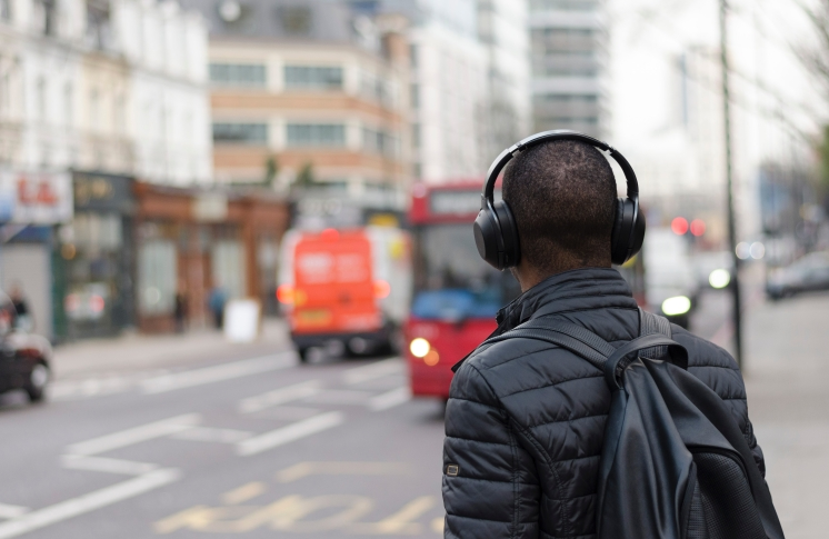 Headphones crossing street_Henry Be